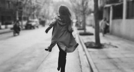 你可以哭泣,但不要忘了奔跑