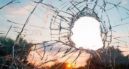"""""""破窗效应""""启示:不要打破自己的第一扇窗户"""