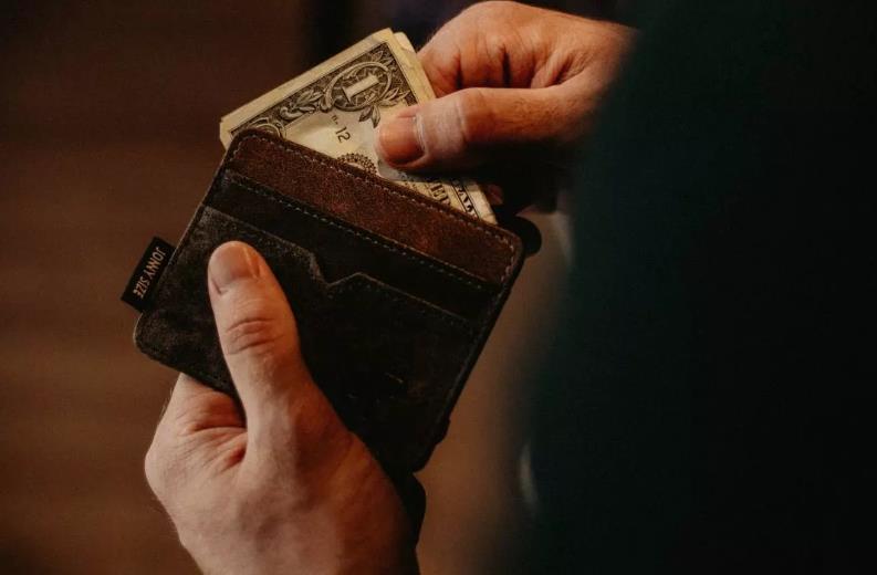 """【""""没钱""""用英语怎么说】哭穷千万别说 I'm poor!"""